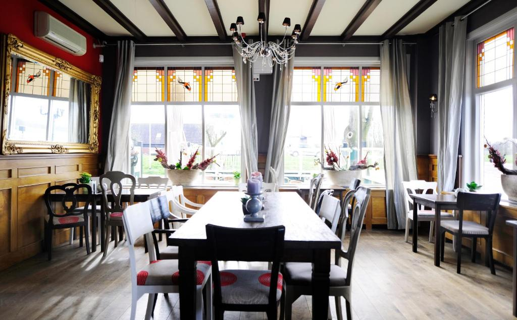 De gouden karper alkmaar online booking viamichelin for Design hotel jules heerhugowaard