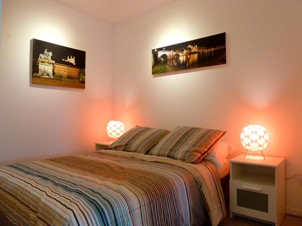 chambres d 39 h tes b b clos feuillat chambres d 39 h tes lyon. Black Bedroom Furniture Sets. Home Design Ideas