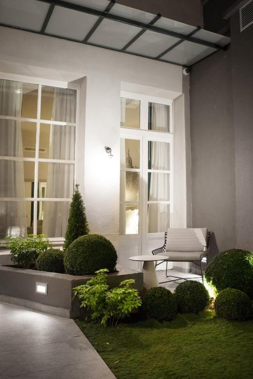 hotel la lanterne parigi prenotazione on line viamichelin. Black Bedroom Furniture Sets. Home Design Ideas