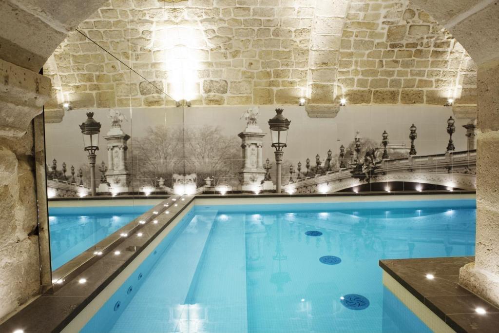 Hotel la lanterne r servation gratuite sur viamichelin for Piscine 75005