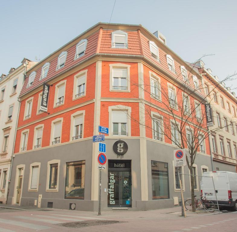 hot is em estrasburgo. Black Bedroom Furniture Sets. Home Design Ideas