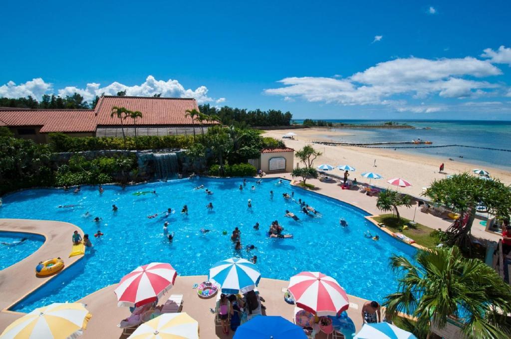 Una vista de la pileta en Rizzan Sea Park Hotel Tancha Bay o alrededores