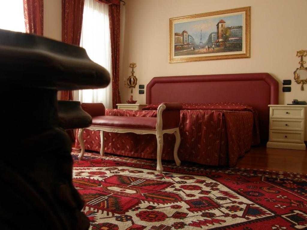 Residence meuble 39 cortina zero branco book your hotel for Meuble astoria cortina