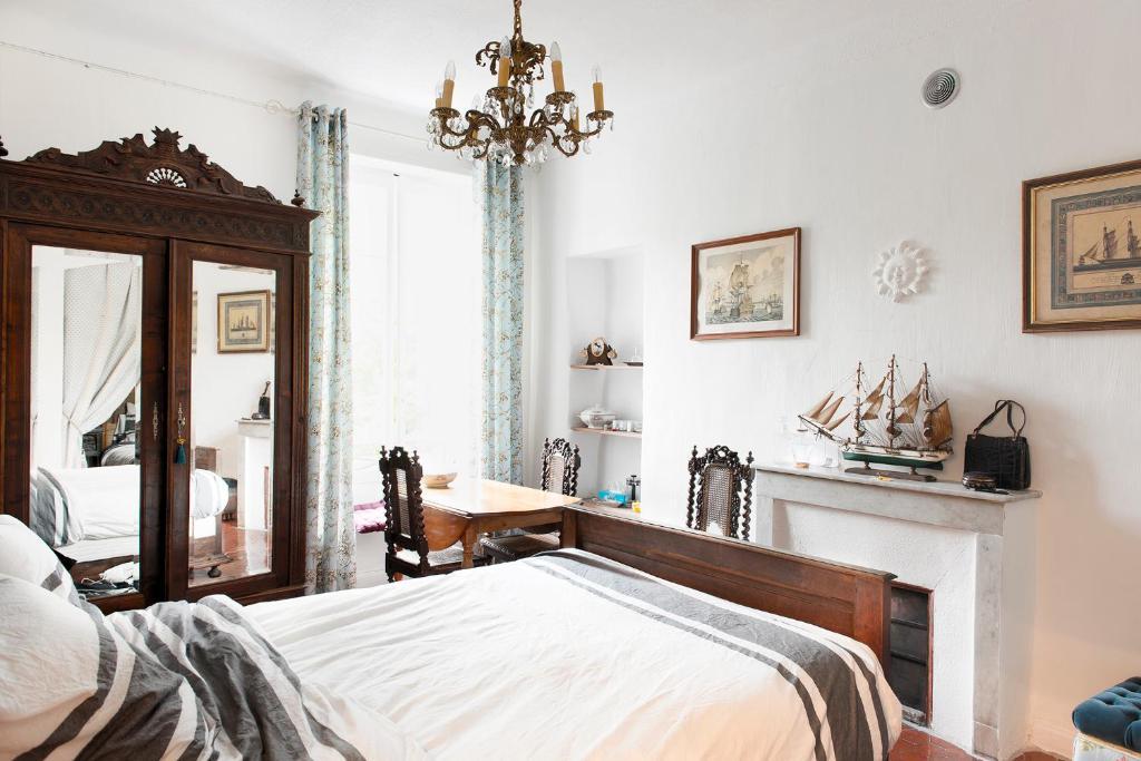 chambres d 39 h tes la cl de la porte chambres d 39 h tes antibes juan les pins dans les alpes. Black Bedroom Furniture Sets. Home Design Ideas