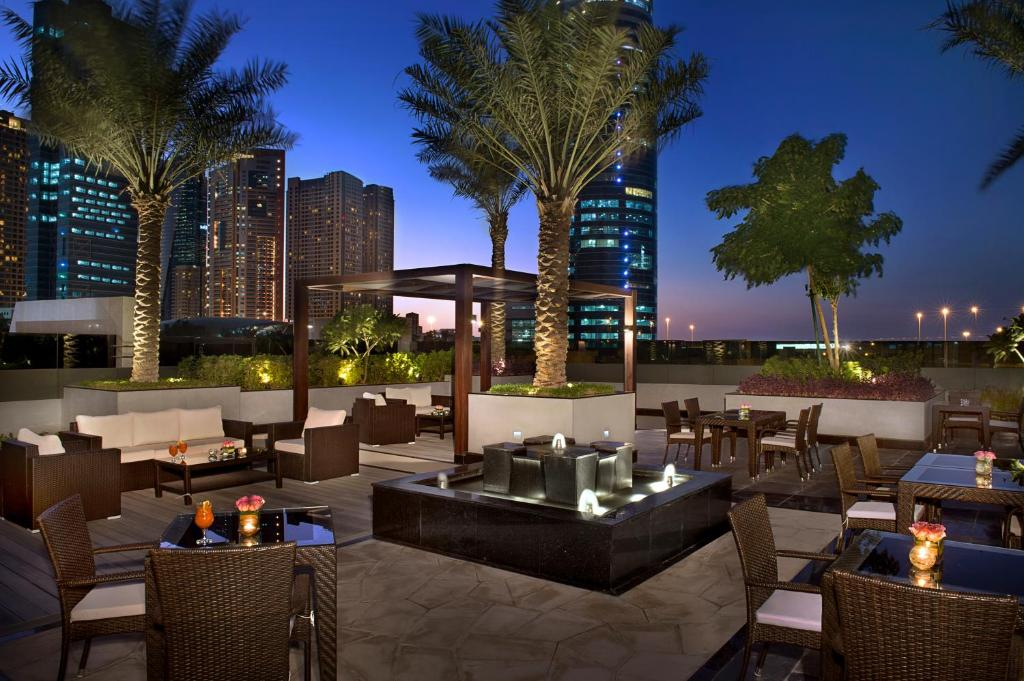 Atana hotel dubai book your hotel with viamichelin for Dubai hotel reviews