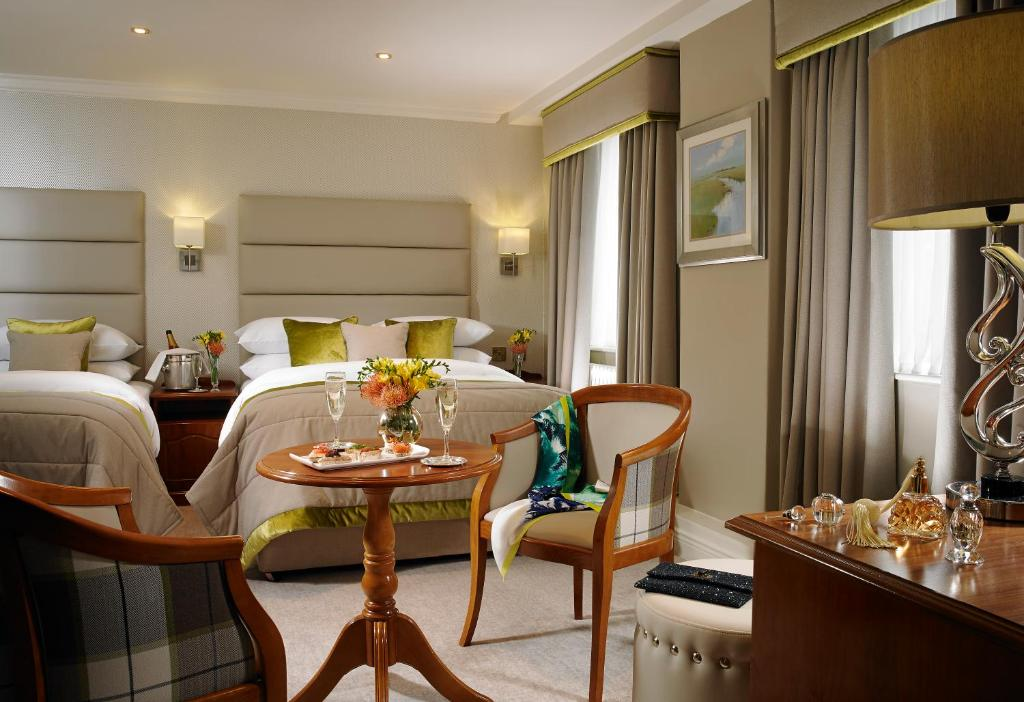 Buswells hotel dublin book your hotel with viamichelin for Best private dining rooms dublin