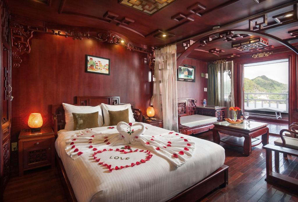 Suite Royal Giường đôi - 2 Ngày 1 Đêm