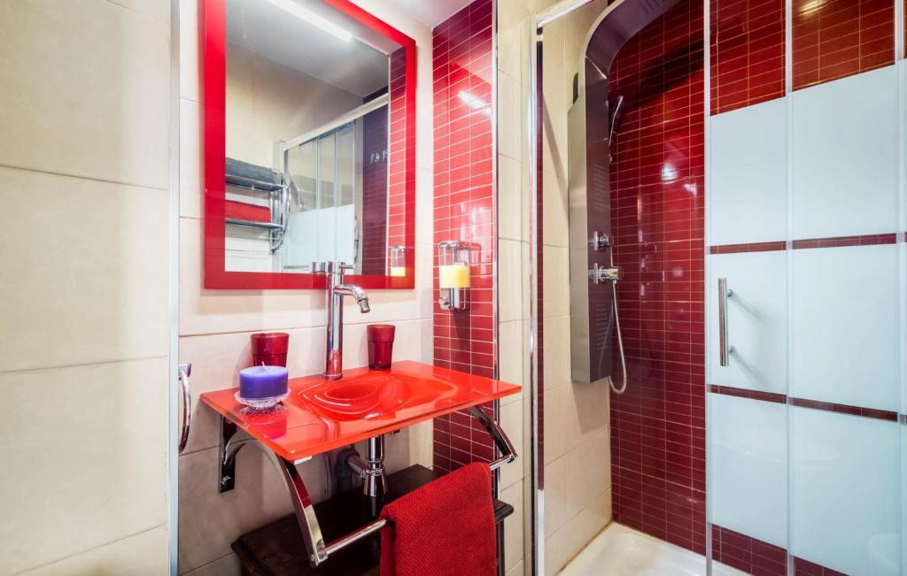 Elvira home granada granada book your hotel with viamichelin - Banos arabes elvira ...