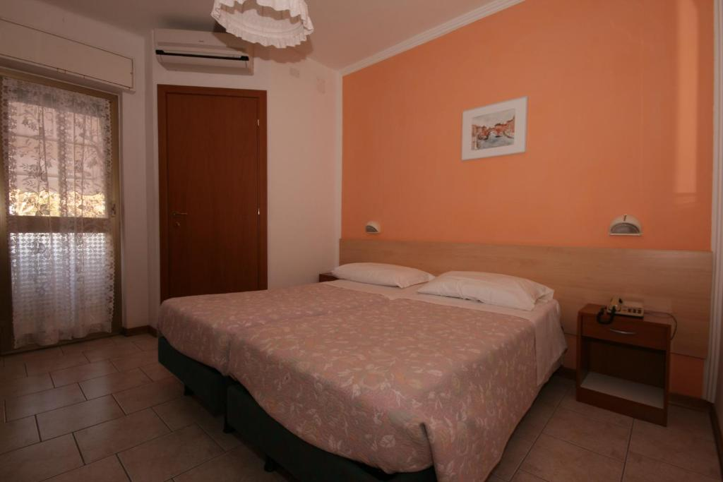 Hotel villa augusta grado online booking viamichelin for Hotel meuble villa patrizia grado