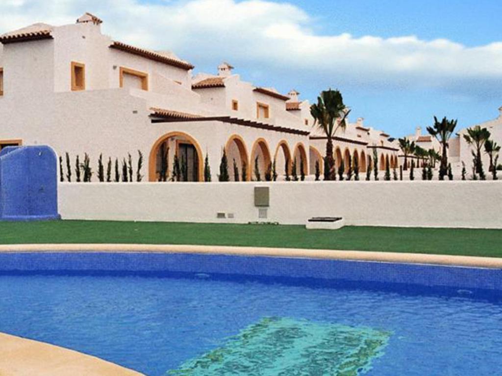 Bungalows puerta del sol unitursa calp informationen for Puerta del sol online