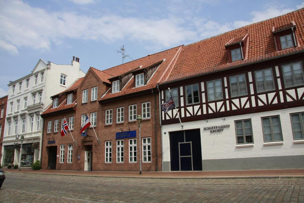 Hotel neuwerk apartments rendsburg book your hotel for Hotel 1690 designhotel rendsburg