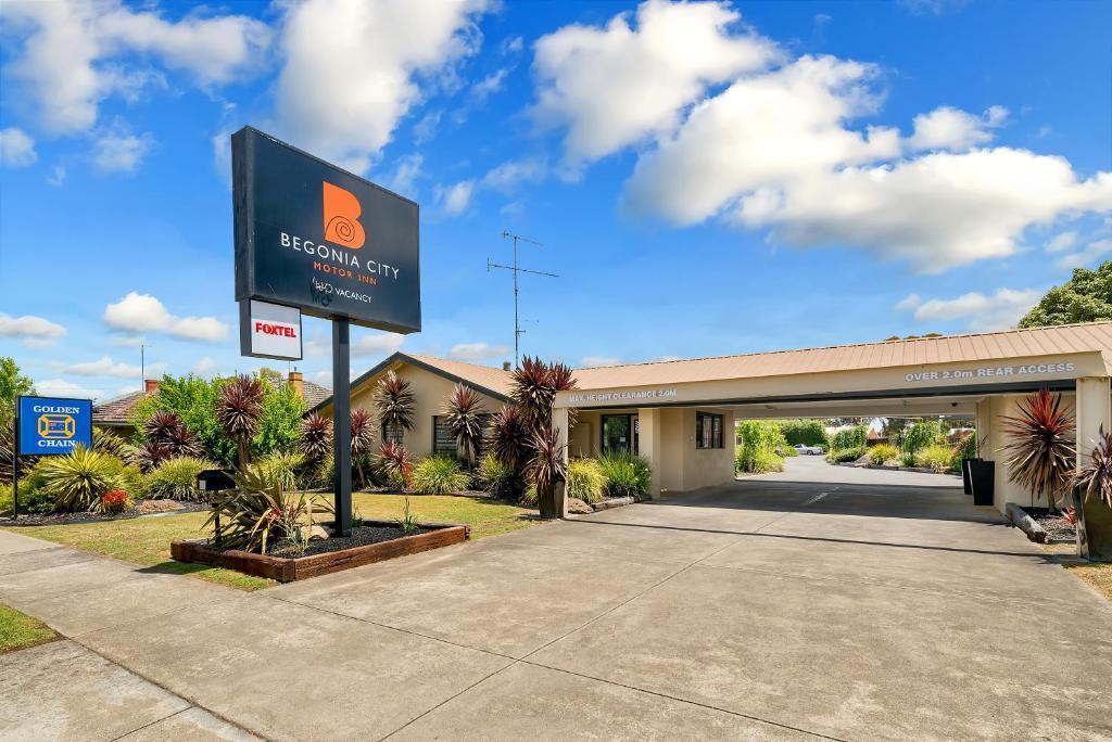 Begonia city motor inn ballarat book your hotel with for Civic centre motor inn
