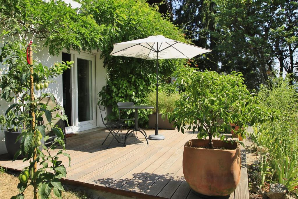 appartement charm te locations de vacances aix les bains. Black Bedroom Furniture Sets. Home Design Ideas