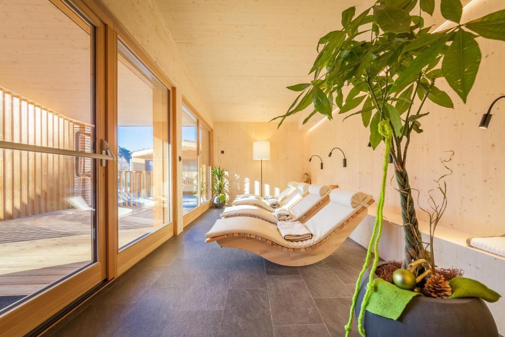 Residence olympia dobbiaco reserva tu hotel con viamichelin - Hotel dobbiaco con piscina ...
