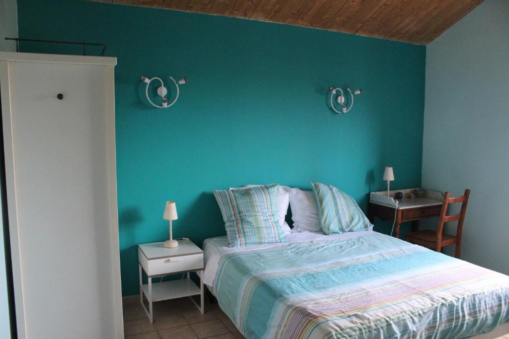 chambres d 39 h tes ferme de la corbette chambres d 39 h tes cluny. Black Bedroom Furniture Sets. Home Design Ideas