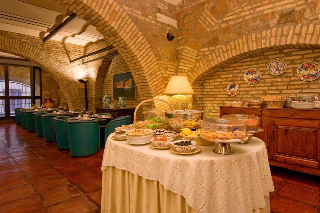 Um restaurante ou outro lugar para comer em Hotel Laurentia