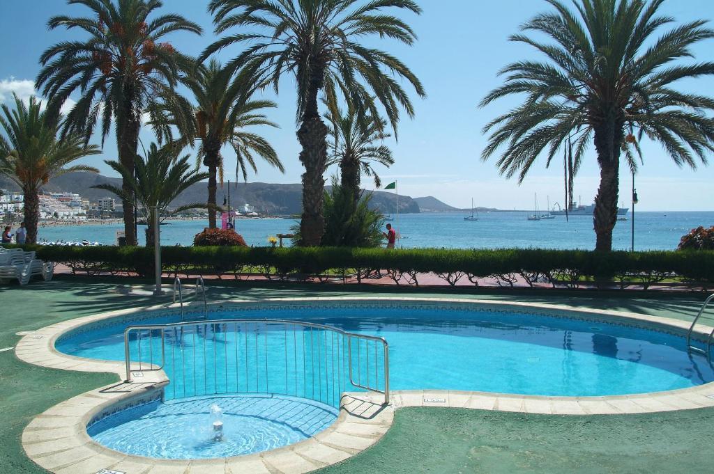 Apartamentos vista sur arona book your hotel with viamichelin - Apartamentos baratos playa de las americas ...