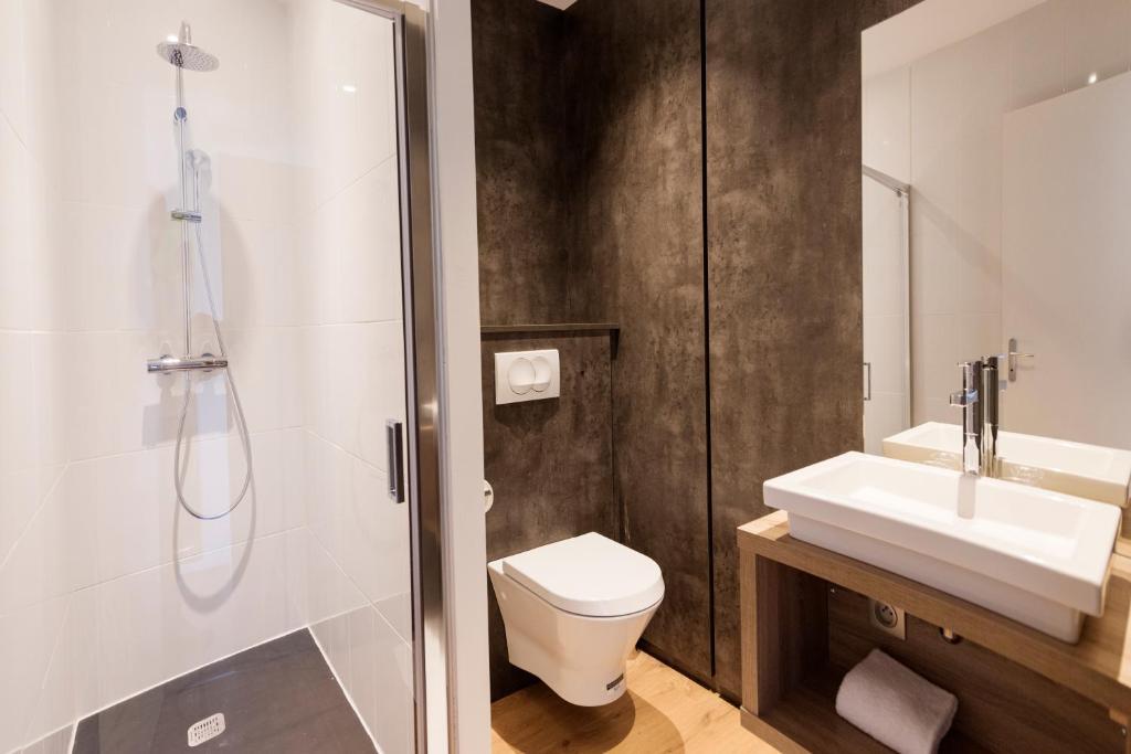 h tel les poteaux carr s saint tienne viamichelin informatie en online reserveren. Black Bedroom Furniture Sets. Home Design Ideas