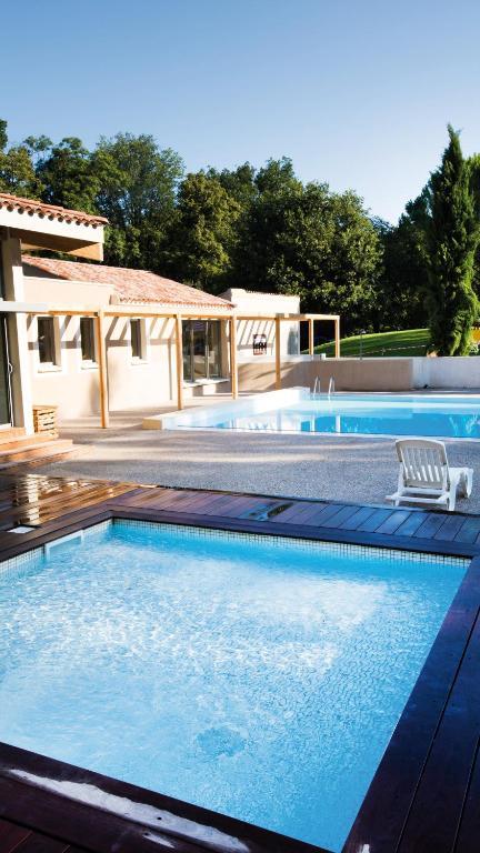 Club vacances bleues domaine de ch teau laval gr oux les bains for Vacances bleues erdeven