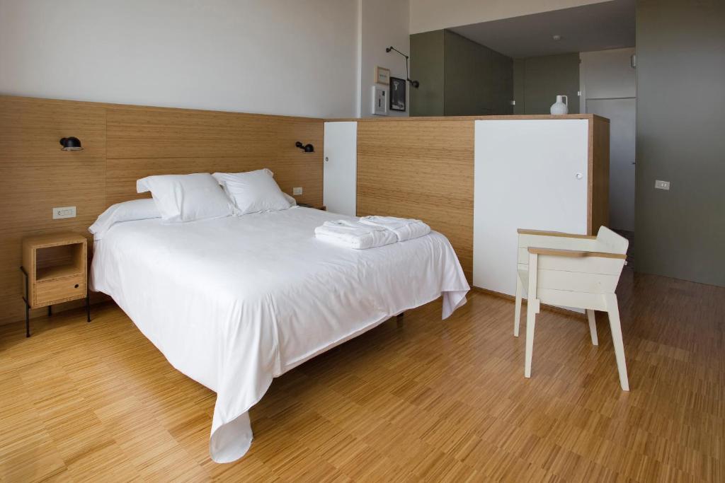 Hotel bodega finca de los arandinos albelda de iregua for Hotel bodega logrono