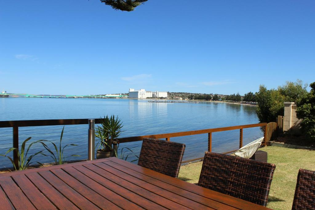 Apartments bay 10 accommodation holiday houses port lincoln for 145 south terrace adelaide