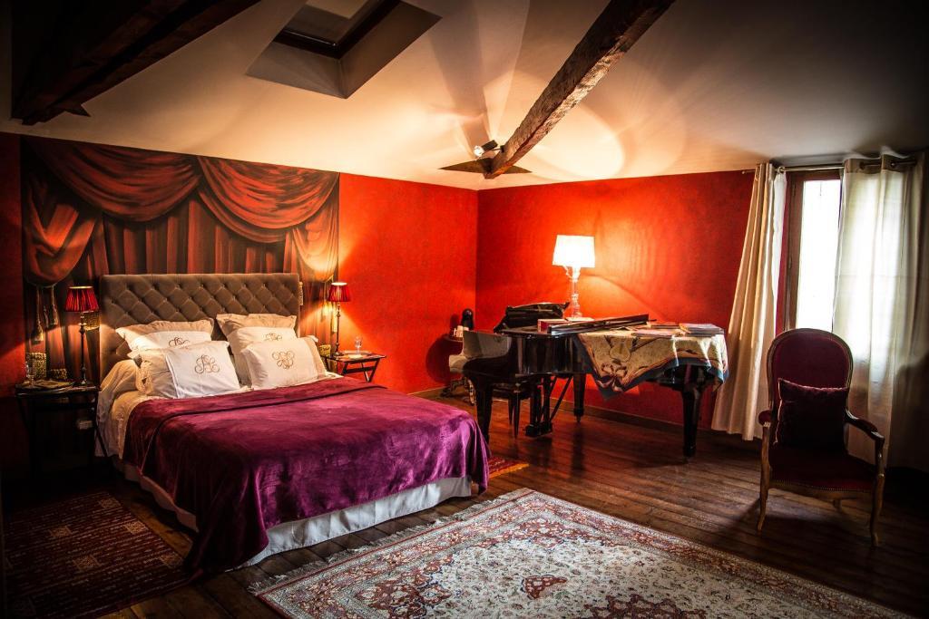 Chambres d 39 h tes maison du th tre saint bonnet chambres for Chambre 13 theatre