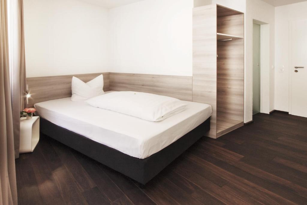 hotel schwarzw lder hof friburgo in brisgovia prenotazione on line viamichelin. Black Bedroom Furniture Sets. Home Design Ideas