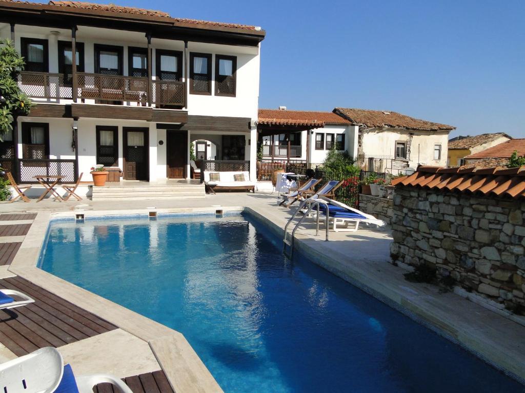 A piscina localizada em Villa Konak Hotel ou nos arredores