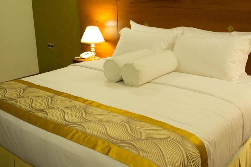 Unique towers luxury boutique suites colombo book your for Unique luxury hotels