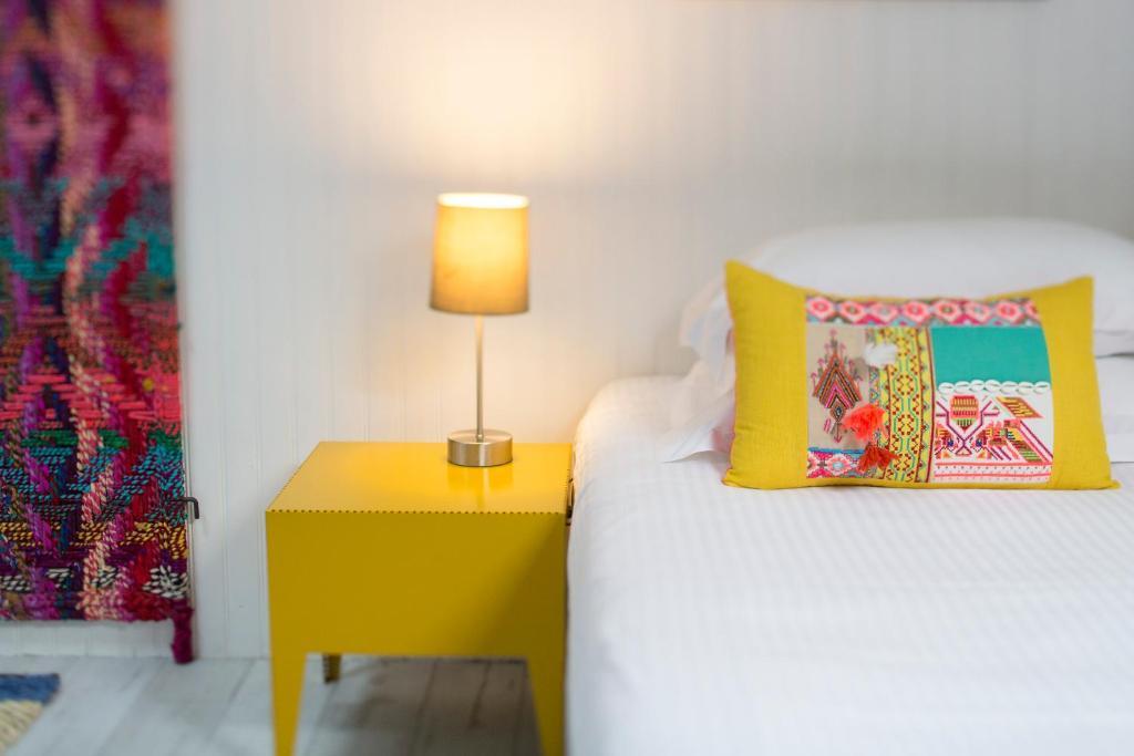 Une chambre chez dupont bordeaux book your hotel with for Bordeaux une chambre en ville