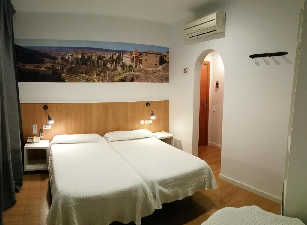 Hostal restaurante cornella barcelona reserva tu hotel for Hostal familiar barcelona