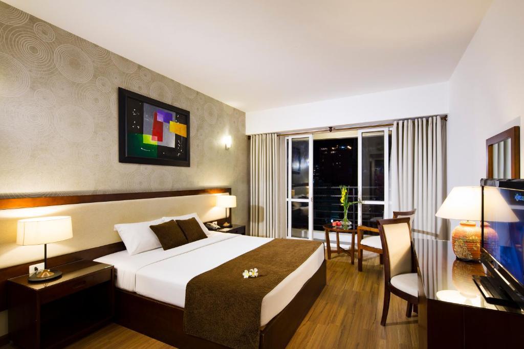Phòng Senior Deluxe Giường Đôi/ 2 Giường Đơn với Ban công
