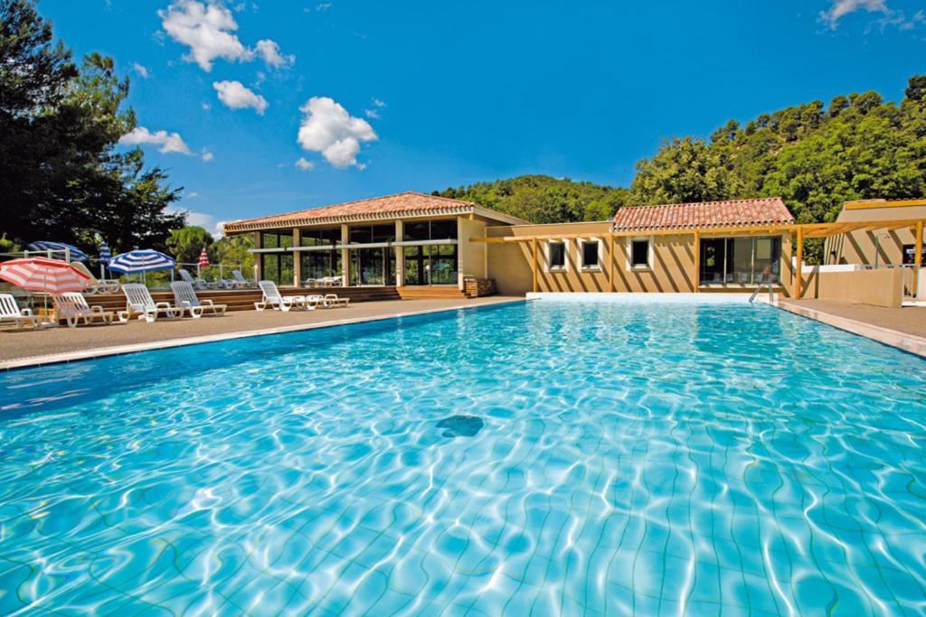 Club vacances bleues domaine de ch teau laval locations - Location meuble greoux les bains ...