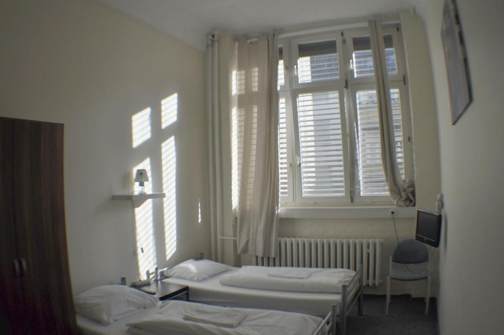 All in hostel berlin berlin book your hotel with for 4 design hotel q berlin