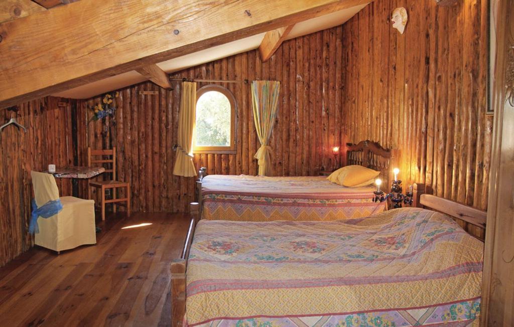 Chambre d 39 h te autheze chambre d 39 h tes grillon dans le for Chambre hote vaucluse