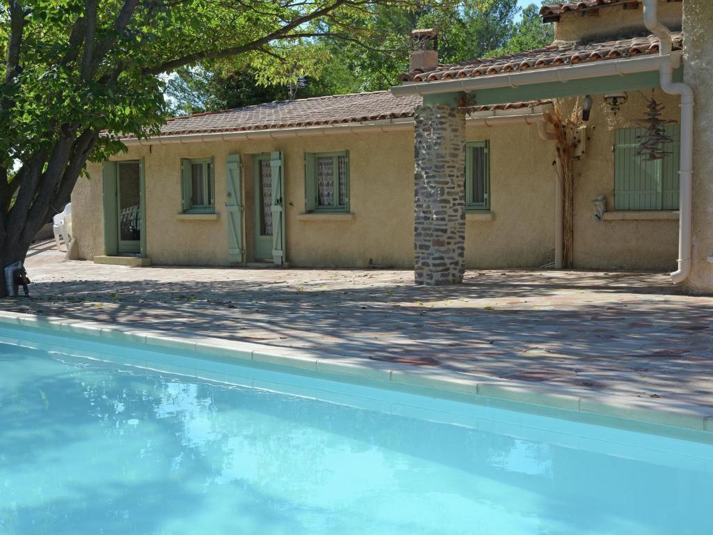 Casa vacanze belle maison piscine et lac casas de for Piscine clermont