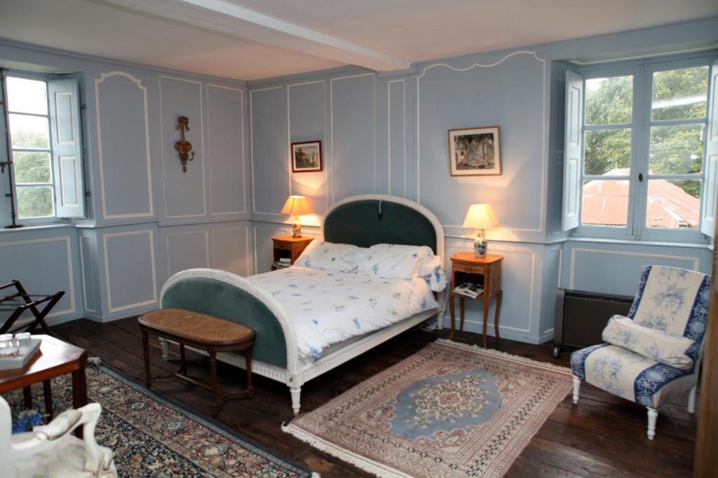 chambres d 39 h tes manoir de belle no chambres d 39 h tes dol de bretagne. Black Bedroom Furniture Sets. Home Design Ideas