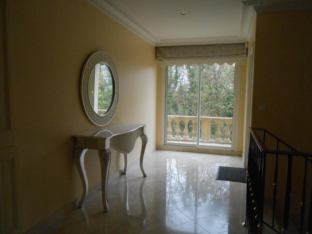 Villa 6 bedroom nr disneyland paris locations de - La table de chessy ...