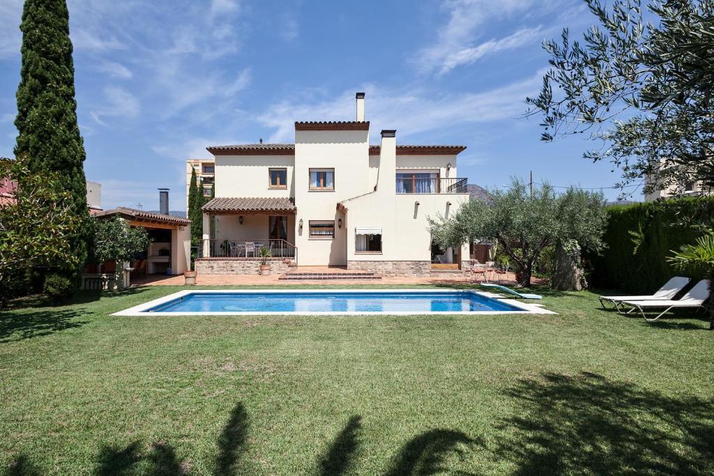 Casa de vacaciones casa lujuria espa a rosas - B b noto con piscina ...