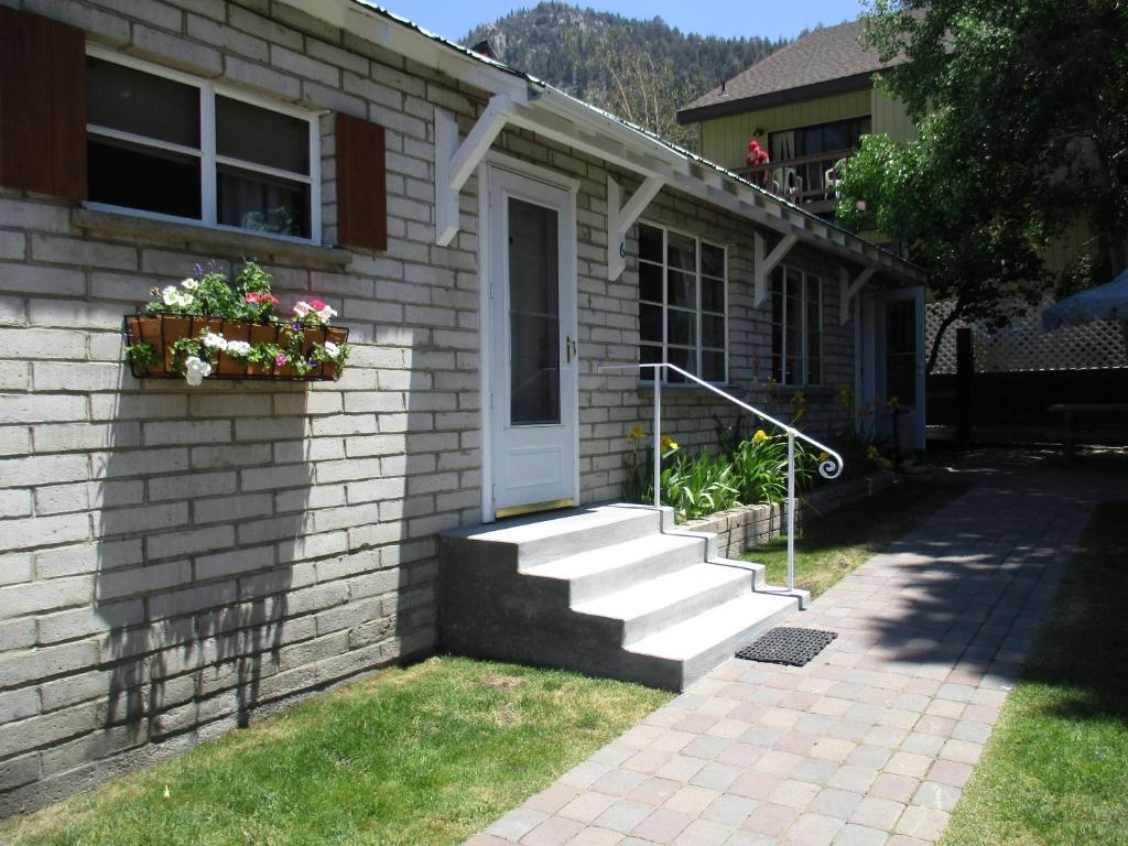 Lake front cabins mammoth lakes reserva tu hotel con for Lakefront cabins june lake