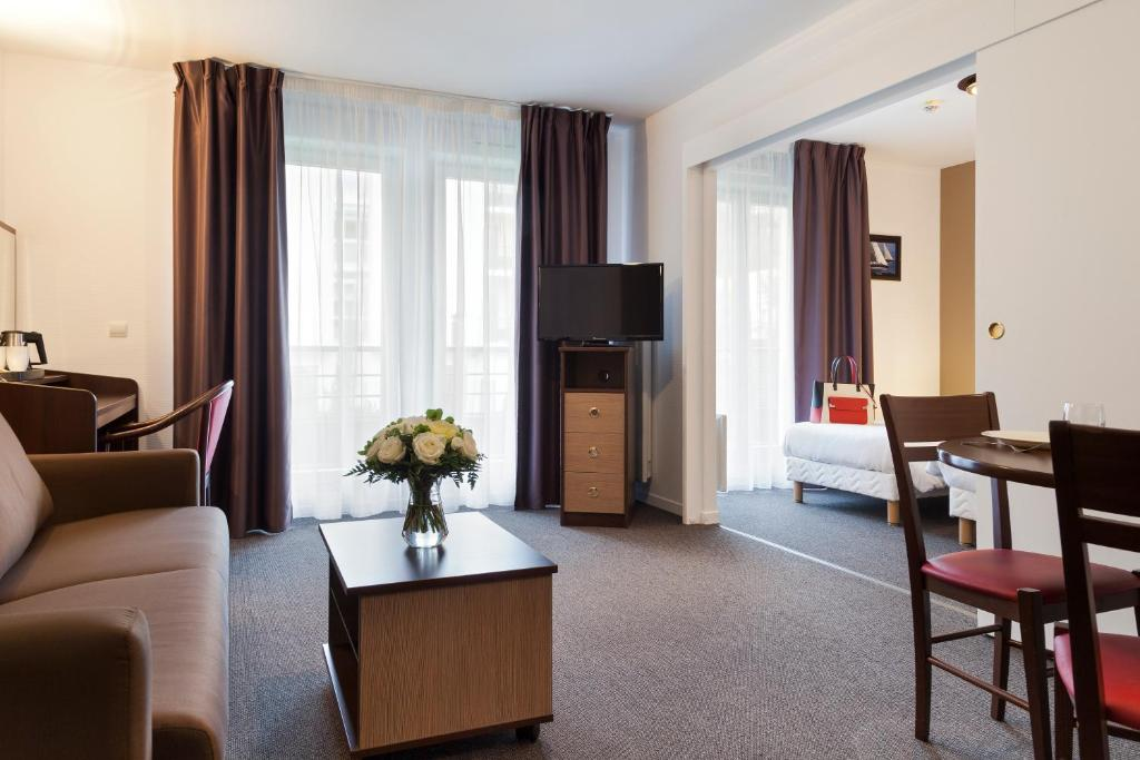 Comfort suites le port marly paris ouest r servation - 3 avenue simon vouet le port marly 78560 ...
