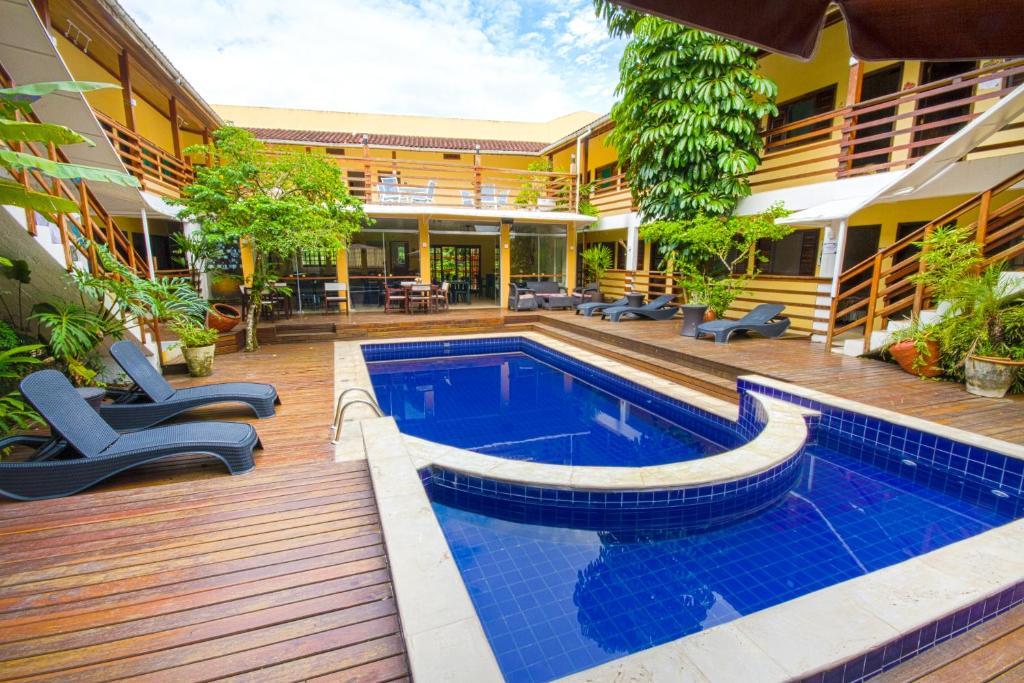 A piscina localizada em Flat Vila Morena ou nos arredores