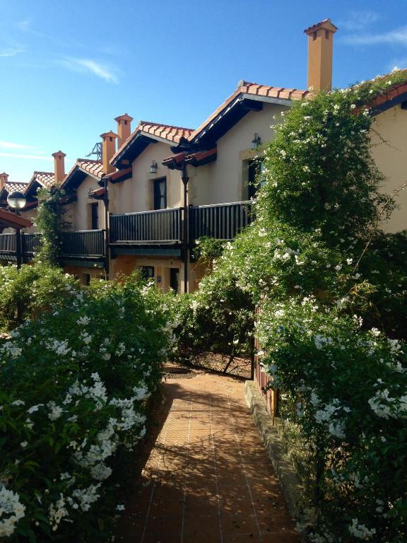 Apartamentos santillana del mar santillana del mar book your hotel with viamichelin - Apartamentos capriccio santillana del mar ...