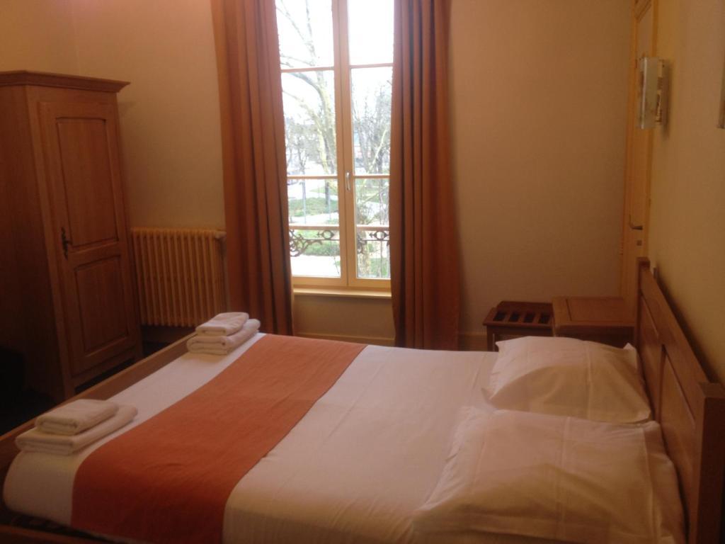 La Poste Charleville Mezieres Hotel De Ville
