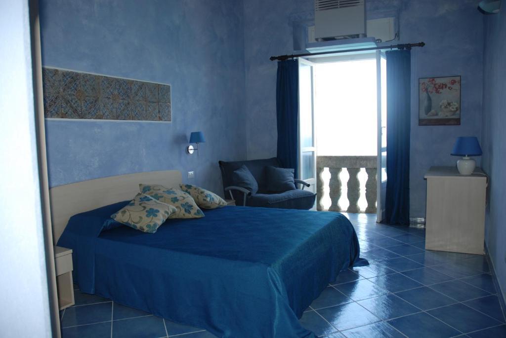 blu tropea maison tropea book your hotel with viamichelin. Black Bedroom Furniture Sets. Home Design Ideas