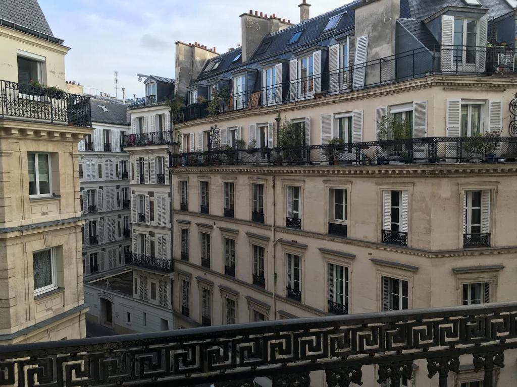 Hotel antin st georges paris book your hotel with for Hotel booking paris