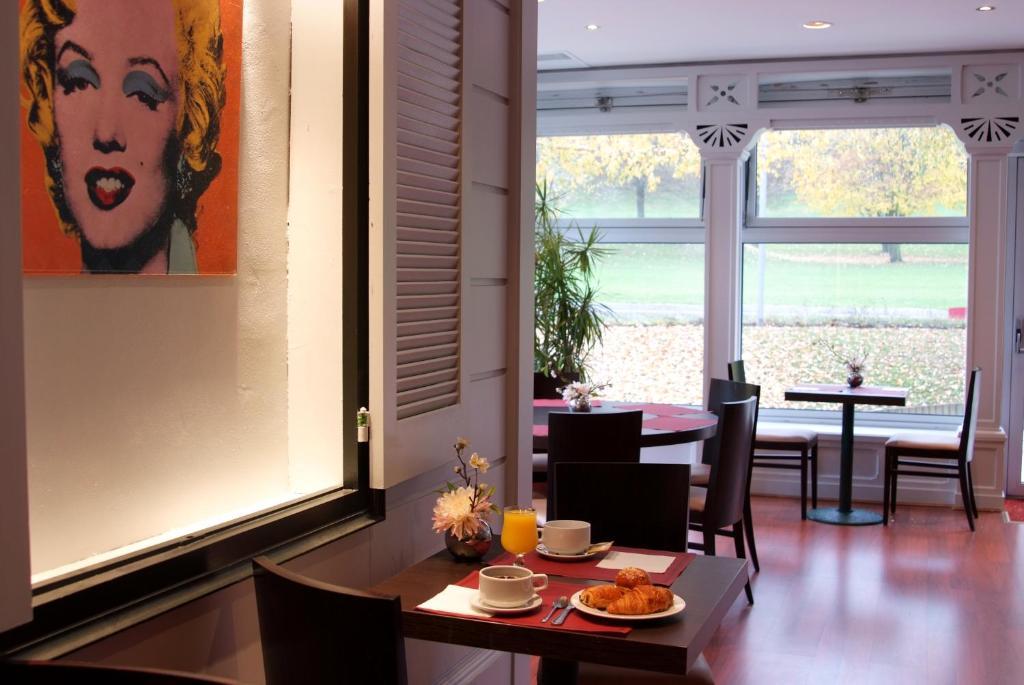 qualys hotel golf paris est r servation gratuite sur viamichelin. Black Bedroom Furniture Sets. Home Design Ideas