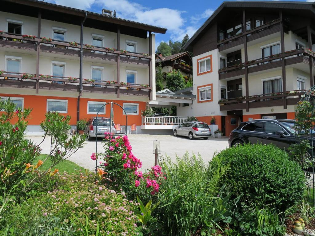 Appartement seeh he wernberg book your hotel with for Booking appartement