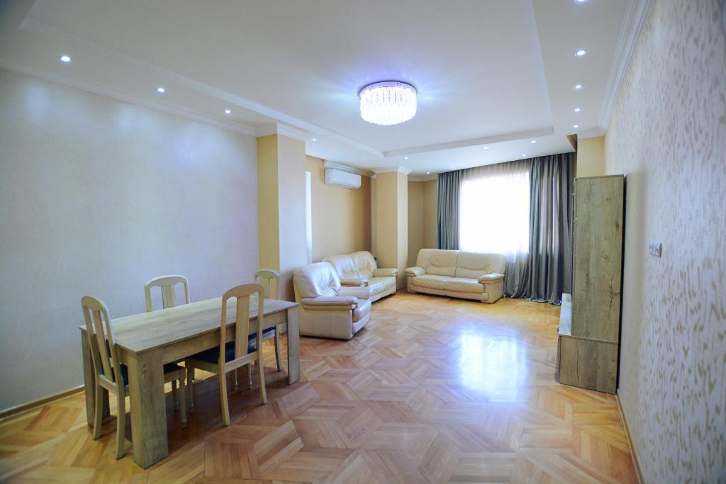 Zuras apartment tbilisi r servation gratuite sur for Canape tbilisi