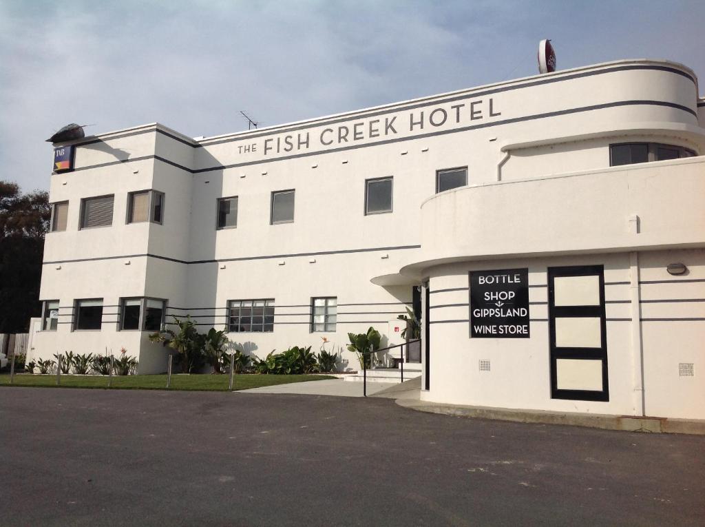 Fish Creek Hotel